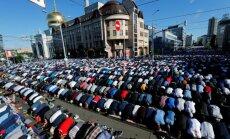 Foto: Maskavas ielās musulmaņu tūkstoši atzīmē Ramadāna beigas