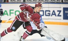 Rīgas 'Dinamo' nervozā cīņā gūst pirmo uzvaru KHL čempionātā Ozoliņa vadībā