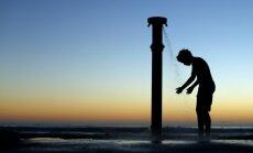 Kalifornijā turpinās vērienīga ūdens taupīšana – atslēdz publiskās dušas