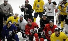 Latvijas hokeja izlasi pamet vārtsargs Jānis Kalniņš
