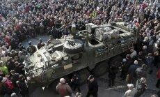 Foto: Simtiem poļu Bjalistokā sveic ASV militāro konvoju