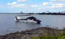 Video: Pērlharborā ūdenī iekrīt helikopters ar tūristiem