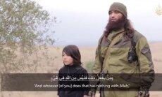 'Islāma valsts' izplatītajā video zēns izpilda nāvessodu diviem 'Krievijas spiegiem'