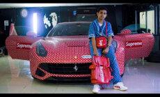Video: 15 gadīgs Dubaijas puika savu 'Ferrari' aplīmējis ar 'Louis Vuitton' plēvi
