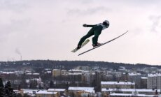 Tramplīnlēcēju Šķēli diskvalificē pasaules čempionāta kvalifikācijā; distanču slēpotāji ārpus TOP 50 sprintā