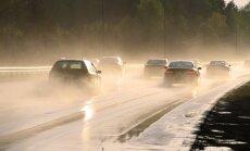 Karstuma vilnis Latvijā turpināsies; pirmdien vietām iespējams pērkona lietus