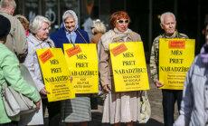 Neatbalsta opozicionāra priekšlikumu straujāk celt pensionāru neapliekamo minimumu
