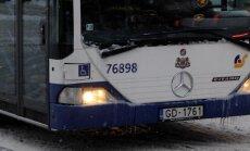 Ziņo par satiksmes autobusa apšaudi Rīgā; policija skaidro notikušā apstākļus
