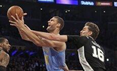 Bertāna pārstāvētā 'Spurs' pagarinājumā piekāpjas 'Lakers'
