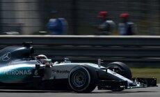 Ķīnas 'Grand Prix' treniņos ātrākais Hamiltons