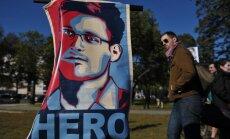 Snoudens gatavs 'daudz' pastāstīt par Merkeles izspiegošanu