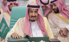 Saūda Arābijas karalis piekrīt kāpināt naftas ieguvi, pauž Tramps