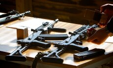 Ziņojumā par Krievijas un Ukrainas ieroču tirdzniecību norāda uz saistību ar Latvijas bankām