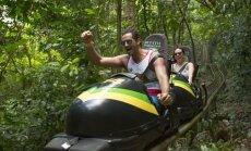 Neparasts tūrisma objekts – bobsleja trase Jamaikas džungļos ar skatu uz Karību jūru