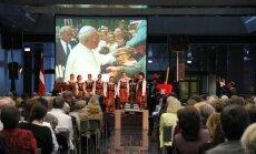 Foto: Latvijā svin par diženiem nosaukto pāvestu Jāņa Pāvila II un Jāņa XXII kanonizāciju