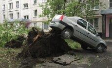 Foto: Maskava piedzīvojusi simtgades nāvējošāko vētru