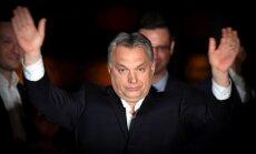 Ungārijas vēlēšanās uzvarējusī 'Fidesz' piesaka karu NVO