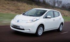 Elektromobiļu īpašnieki gadā nobrauc par 40% vairāk nekā 'parastie auto'