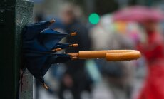 Stipro lietusgāžu laikā iespējamas arī krasas vēja brāzmas un krusa