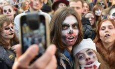 Foto: Zombiji, raganas un citi mošķi – Rīgā un pasaulē nosvinēts Helovīns
