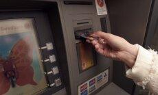 В Латвии уменьшается количество банкоматов