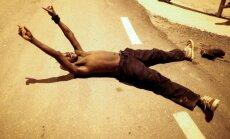 Foto: Simtiem afrikāņu ielaužas Spānijai piederošajā Seutā