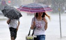 Tuvākajās dienās gaidāms stiprs lietus; brīvdienās iespējami +27 grādi