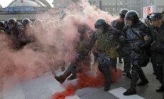 Krievijā veic kratīšanas opozīcijas līderu mājokļos dienu pirms Maskavā plānotas masu protesta akcijas