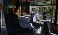 Doņeckā turpinās apšaudes; pēc šāviņa uzsprāgšanas autobusā iet bojā pasažiere