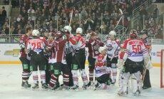 Rīgas 'Dinamo' nokļūst vienas neveiksmes attālumā no sezonas beigām