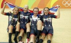 Lielbritānijas treka riteņbraucējas ar pasaules rekordu triumfē komandu iedzīšanā