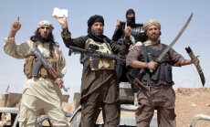 В Праге инсценировали вторжение джихадистов с черным флагом на верблюде