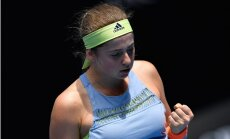 Ostapenko kļūdām bagātā mačā kapitulē Krievijas tenisistei Vesņinai