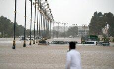 Ciklonā Omānā un Jemenā dzīvību zaudējuši vismaz deviņi cilvēki
