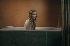 Fotogrāfe iemūžina sieviešu ciešanas pēc šķiršanās no mīļotā
