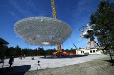 В Ирбене под взглядами тысяч людей водрузили на место антенну радиотелескопа RT-32