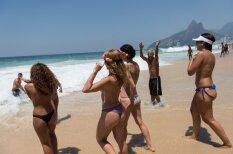 Бразильские женщины устроили голый протест за право загорать топлесс