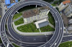 Врешь, не сковырнешь! 20 китайских домов, вставших на пути строителей