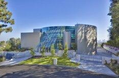 Vieta, kur dzimst diskutabla mūzika - Džastina Bībera stikla nams