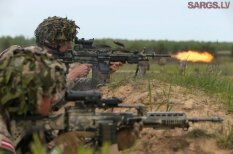 ФОТО: У латвийской армии появились модные лазерные целеуказатели AN/PEQ