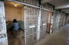 Mākslas izstāde draudīgajā Alkatrazas cietumā