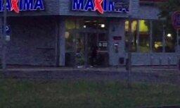 Video: Agresīvs vīrietis cenšas iekļūt veikalā 'Maxima' pēc tās slēgšanas