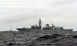 Британия отправила два корабля сопровождать российский авианосец