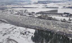 Aculiecinieka video: Vižņu un ledus ieskautā Daugava no putna lidojuma