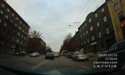 ВИДЕО: Через двойную сплошную, или Эх, рано полицейские повернули