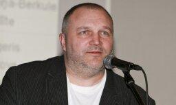 KNAB ieradies arī bijušais 'Suņu būdas' producents Kaspars Upaciers