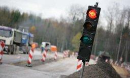 Piektdienas pēcpusdienā satiksme Pierīgā var palēnināties, brīdina LVC
