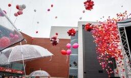 Tūkstošiem hēlija balonu 'Alfa' svinībās: lasītājs raizējas par dabas piesārņojumu