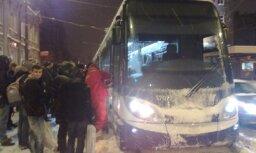 Jaunā Rīgas tramvaja ķīlnieki - vadītājs un konduktors