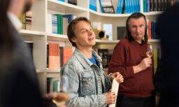 Foto: Klāsa Vāveres grāmatas 'Šūpuļdziesmas pieaugušajiem' muzikālā atvēršana